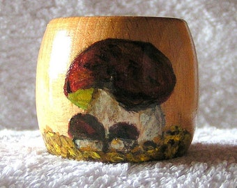 Kitchen: napkin and painted wooden mushroom egg Cup