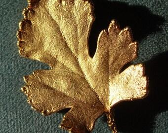 GOLDEN LEAF PIN brooch vintage (C1)