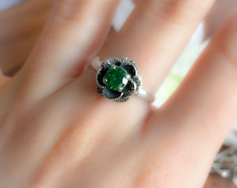 Flower Ring, Emerald Ring, Created Emerald, Vintage Ring, Vintage Flower Ring, Antique Ring, Green Stone, Green Ring, Solid Silver Ring