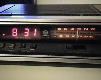 Vintage Alarm Clock Radio GE Clock Digital Wood Grain GE Model 7-4650H