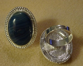 Blue Agate Ring 3 x 2.5 cm
