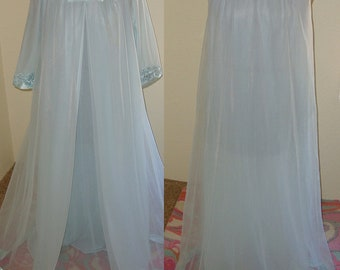 1950s or 1960s Gossard Artemis Blue Nightgown with Robe 2 Piece Size Small 100% Nylon Excellent Condition Free Shipping!