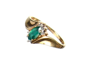 10k ring with green marquise cut stone size 6 1/2