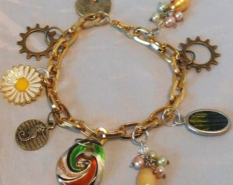 Gold Link Charm Bracelet 9 Assorted Charms Sprockets,seahorse,sand dollar,daisy & more