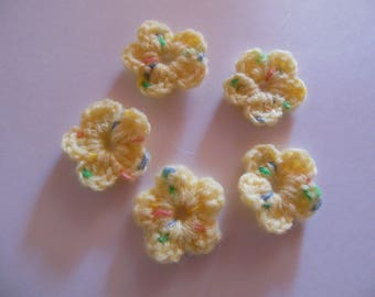 Wool yellow color crochet flowers