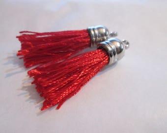 2 PomPoms, tassels in red silk tassel