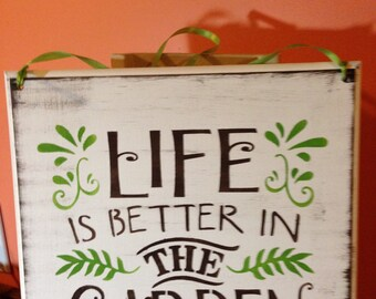 Life is Better in the Garden, Gardener, Gardens, Relaxation, Life is Better, The Good Life, Perenials, Flowers, flowerbeds, growing season