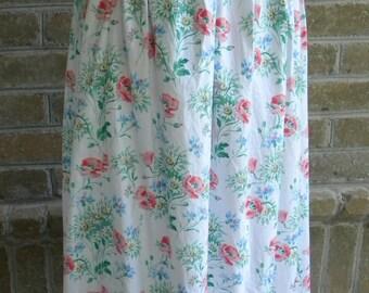 Vintage Floral Skirt  / Vintage White Green Pink Skirt / White Floral Skirt / Made in USA  / Size M