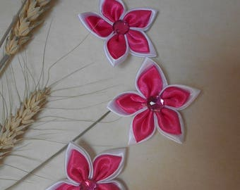 3 flowers in satin white and fuchsia 6cm