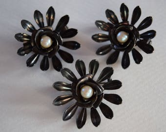 Vintage Daisy Pins with Pearl Center