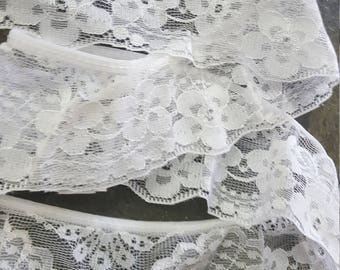 "Beautiful Vintage White Piece of Flower Design Lace 2.5"" (6.5cm) wide by 600"" (1550 cm)"