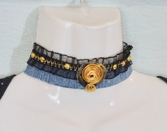 Black lace wave coil choker