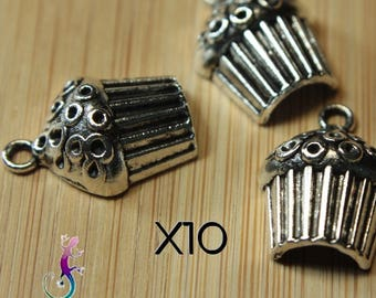 10 pendants or charms in silver cupcake charms