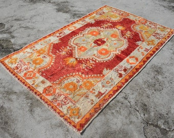 """2'10"""" by 4'6"""" HAPPY COLOR VINTAGE Oushak Accent Vintage Anatolian Rug. Handknotted Urbanchic Eclectic Pastel Color Vintage Turkish Rug"""
