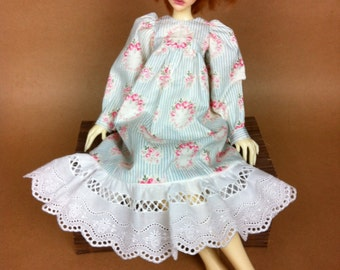 Sarrau juponné blue sky and white, roses pattern, for MSD doll (Minifee, Constantine…)