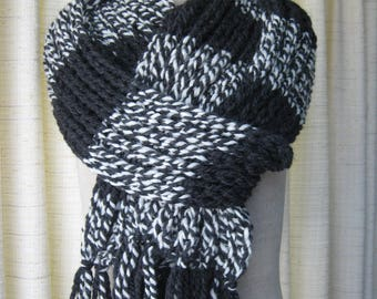 Hand Knit Chunky Warm Scarf Hat in Black White / Beanie Hat Scarf Set / Textured Knit Scarf