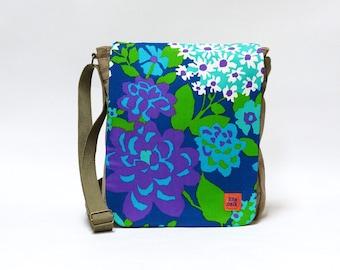 Lilian - Canvas Messenger Bag | Crossbody bag | Blue floral Retro shoulder bag upcycled with original vintage fabric by EllaOsix
