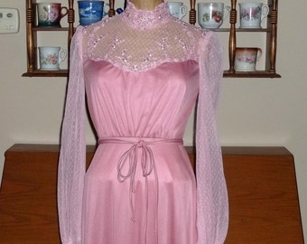 Sale Mauve Gown,70s Victorian High Neck Lace ,Vintage,great condition, gauntlet sleeves size Small - XS