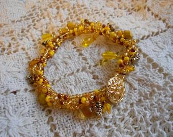 Honey Bee Seed Bead Jewelry, Honey Drop Jewelry, Bee Jewelry, Yellow Gold Seed Bead Jewelry, Insect Jewelry, Yellow Jewelry, Bee Bracelet