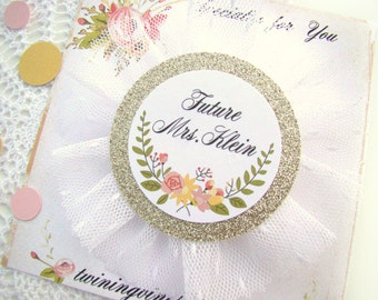 Brides Badge, Bride's Corsage, Future Mrs Custom Name, Party Pin, Bridal Shower Corsage, White Floral Gold, Bridal Shower, Hen Party Pins