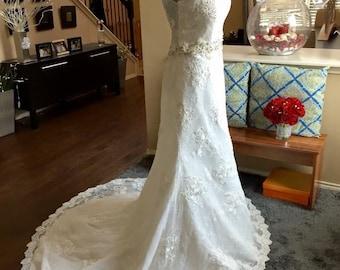 Aline Lace Wedding Dress / A Line Vintage Bridal Gown / Romantic Beaded Wedding Dress / Cap Sleeves Wedding Dress / Illusion Lace Wedding Dr