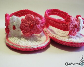 Crochet flowers Baby sandals. Booties. baby shoes.