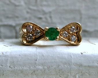 Vintage Bow 14K Yellow Gold Diamond and Emerald Ring.