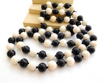 """Vintage 36"""" Long Black White Gemstone Knotted Bead Endless Rope Necklace VV2"""