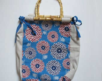 Hand-held handbag with bamboo handles, in canvas with stylized flowers