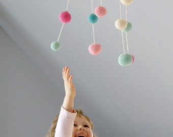Baby Mobile - Pink/Mint Green Girls Room Dekoration (5-Farben-Mobile) - häkeln Pastell Hanging Mobile - bunten Ball Mobile
