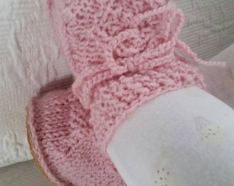 Organic wool Irish design baby sheepskin booties. Baby pink