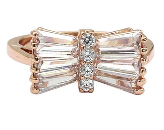 Noble horizontal crystal ring
