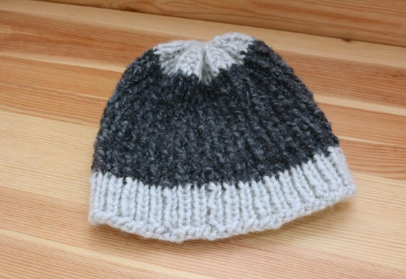 Two-tone blue ribbed beanie hat