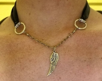 Feather ribbon necklace