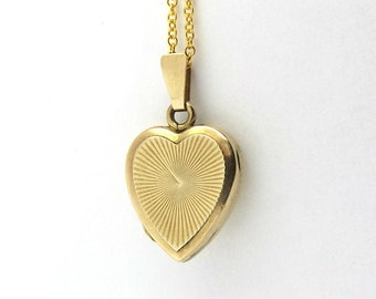 Small 9ct Gold Heart Locket | Vintage 9ct Back And Front Locket On A Chain | 9k Pendant Engine Turned Locket Necklace