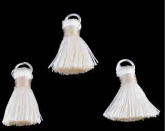 3 ring 22x10mm textile ecru tassels