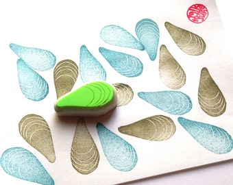 blue mussel rubber stamp | seashell stamp | diy beach birthday wedding card making | summer crafts | hand carved by talktothesun