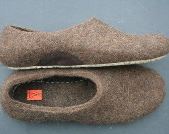 Felted slippers Eco Friendly Men's house shoes Natural Brown wool clogs handmade US 11 EU 43 (28 cm)