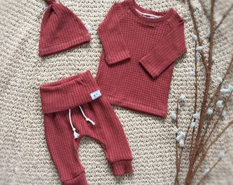 Rust Orange Baby Outfit, fall baby clothes, gender neutral baby clothes, thanksgiving baby outfit.