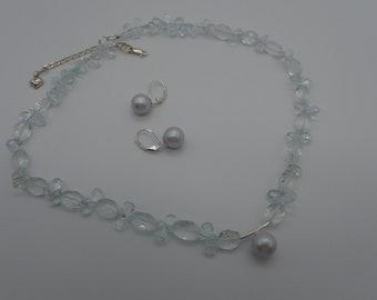 "Aquamarine and pearl necklace ""Fluid aqua"""