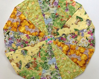 119 Easter Chicks and Bunnies Table Topper