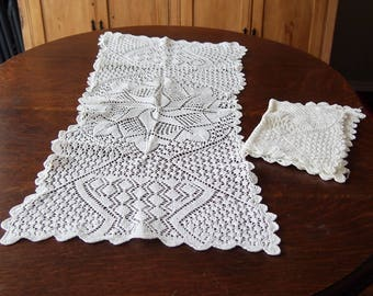 Handknitted Lace Table Runner Doilies Vintage Set of 3 Pinwheel