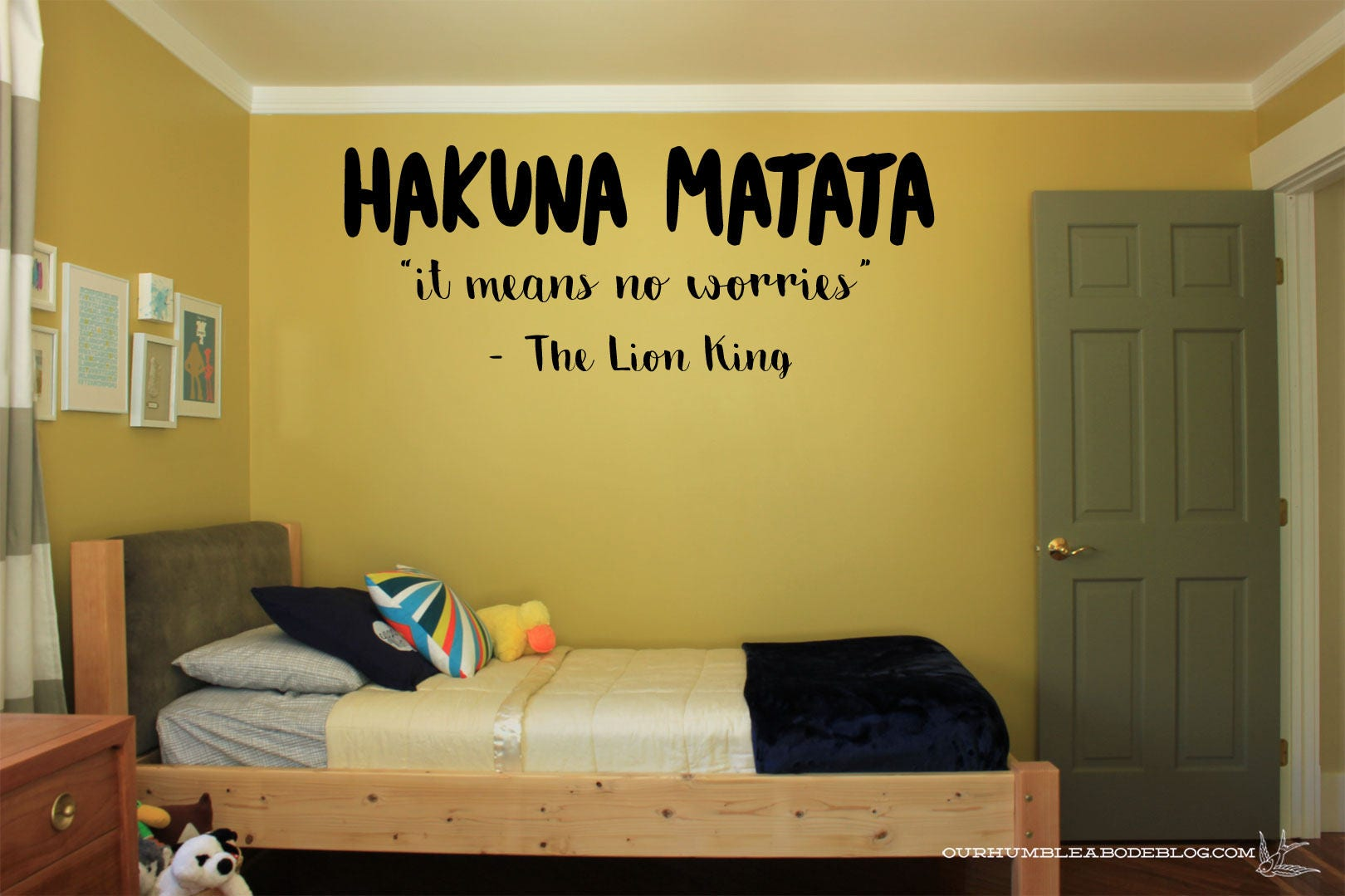 Hakuna Matata It Means No Worries Vinyl wall decal sticker