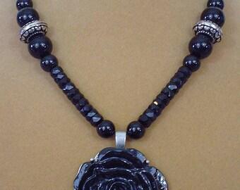 "Beautiful 18"" Black Rose Necklace - N547"