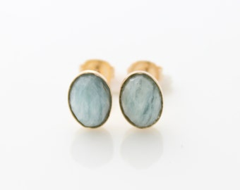 Aquamarine stud earrings | Gold post earrings set with aquamarine gemstones