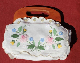 VINTAGE Smith's Bermuda Bag Wood Handle Off White Embroidered Flowers Clean Easter handbag
