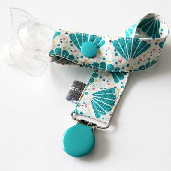 Pacifier clip - enamel clip - turquoise - Peacock feathers - dots - cotton fabric - baby boy - baby girl - baby gift - baby shower - dummy