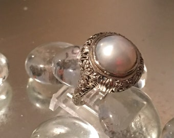 Antique Late Edwardian 14K White Gold Filigree Mabe Pearl Fashion Ring
