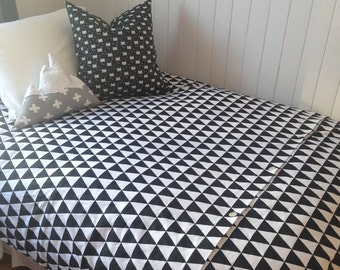 Twin size duvet cover black and white neutral gender comforter
