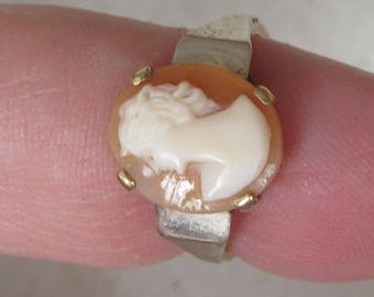 Wonderful 1975 Real Shell Cameo Hallmarked 9ct Gold Ring